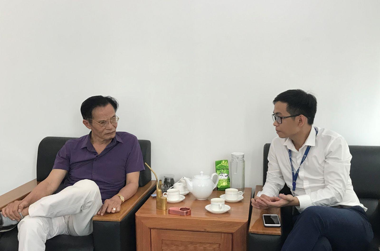 TS. Lê Xuân Nghĩa và tác giả.