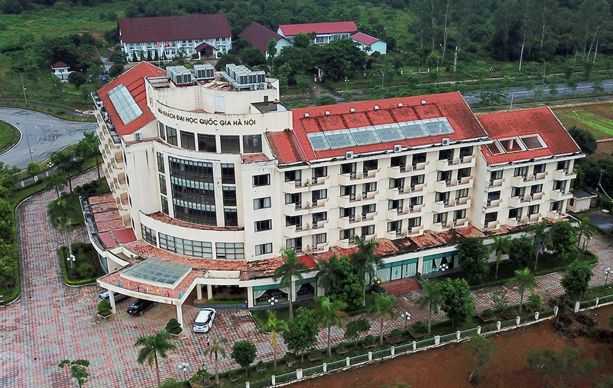 Nhà khách Đại học quốc gia là một trong những công trình hiếm hoi của Dự án Đại học Quốc gia Hà Nội tại Hòa Lạc được đi vào vận hành