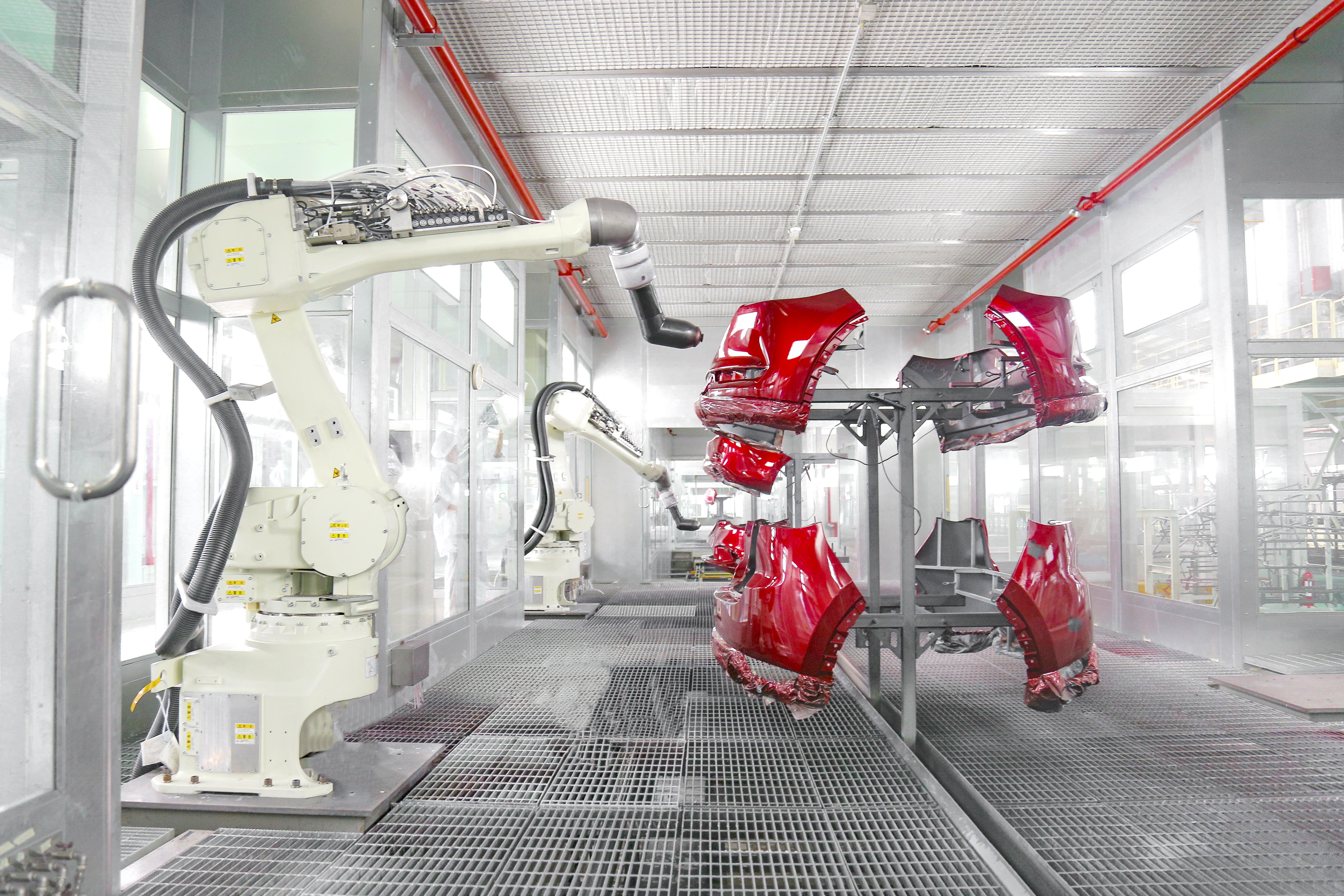 Robot sơn màu linh kiện nhựa
