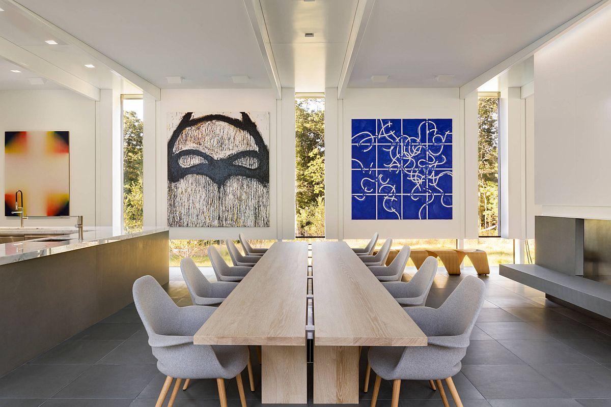 Tạo cho phòng ăn tối thiểu một tâm điểm bắt mắt và đầy màu sắc sẽ khiến khách của bạn bị say mê.