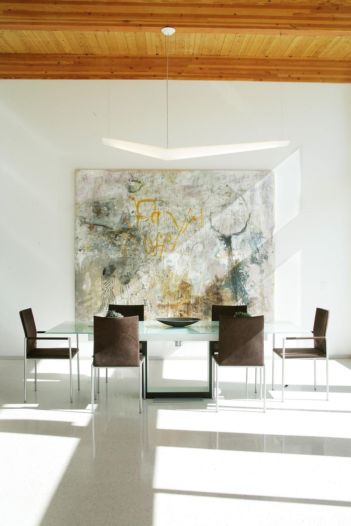 Graffiti được đưa vào phòng ăn tối giản để tạo ra nhiều thị giác hơn