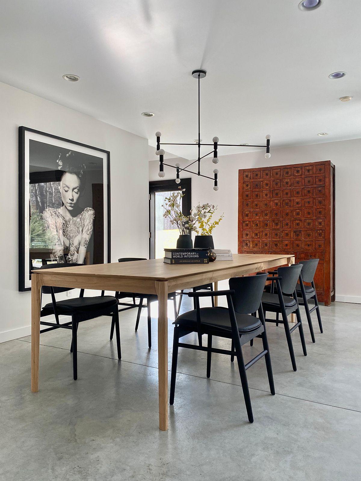 Sử dụng các tác phẩm nghệ thuật treo tường tuyệt vời để tạo cho phòng ăn tối giản một cá tính riêng