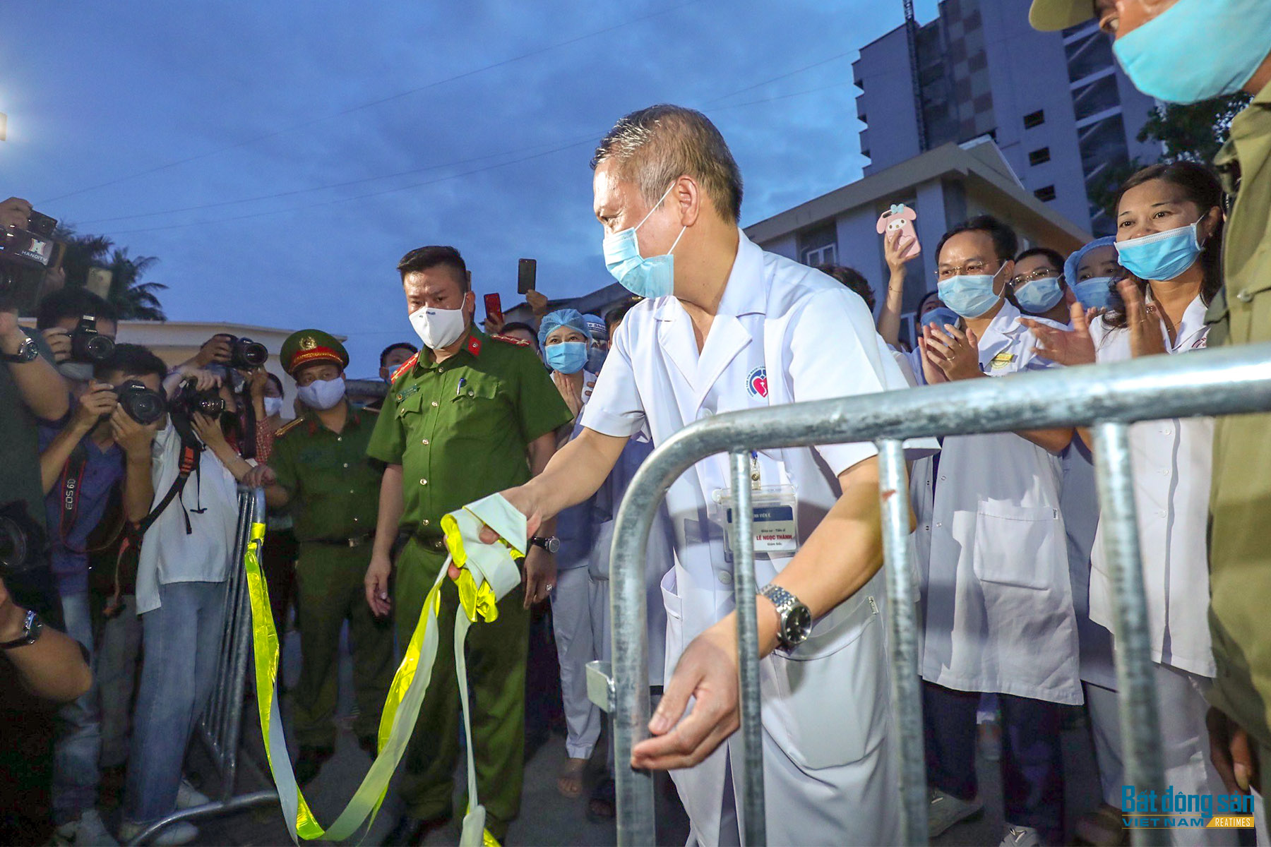 Bệnh viện E dỡ phong tỏa trở lại hoạt động bình thường