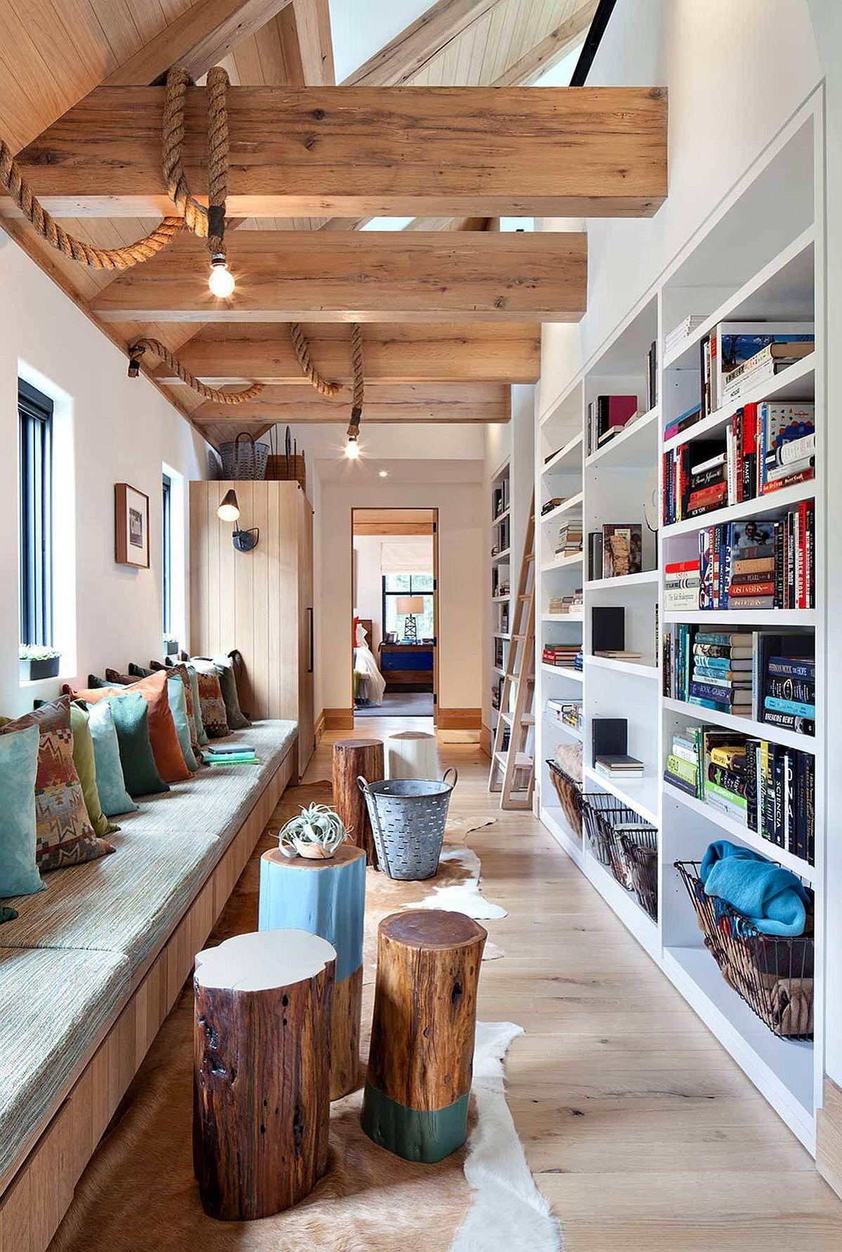 Hành lang mộc mạc đóng vai trò là không gian hoàn hảo để nghỉ ngơi, thư giãn và đọc cuốn sách yêu thích của bạn!