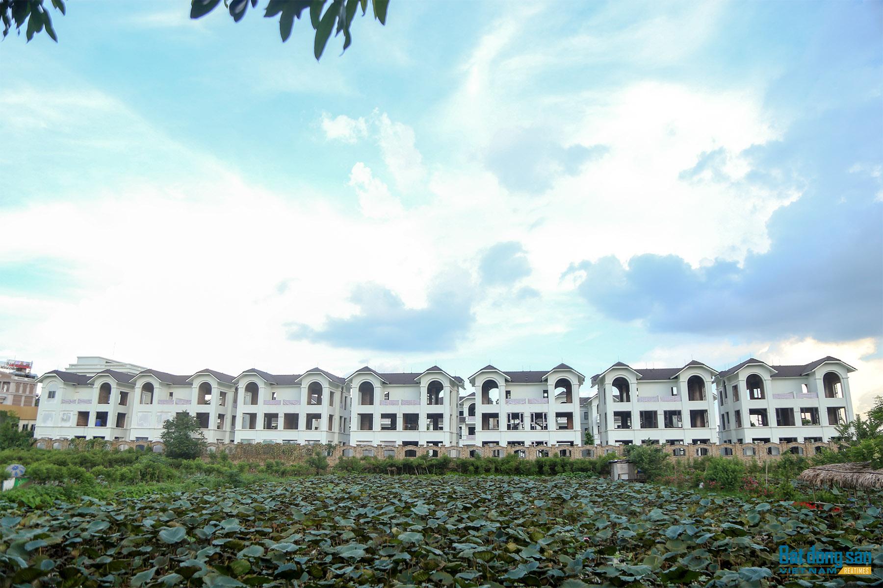 Reatimes_4.png, Dự án 44 căn biệt thự bỏ hoang, làng Đoàn kết