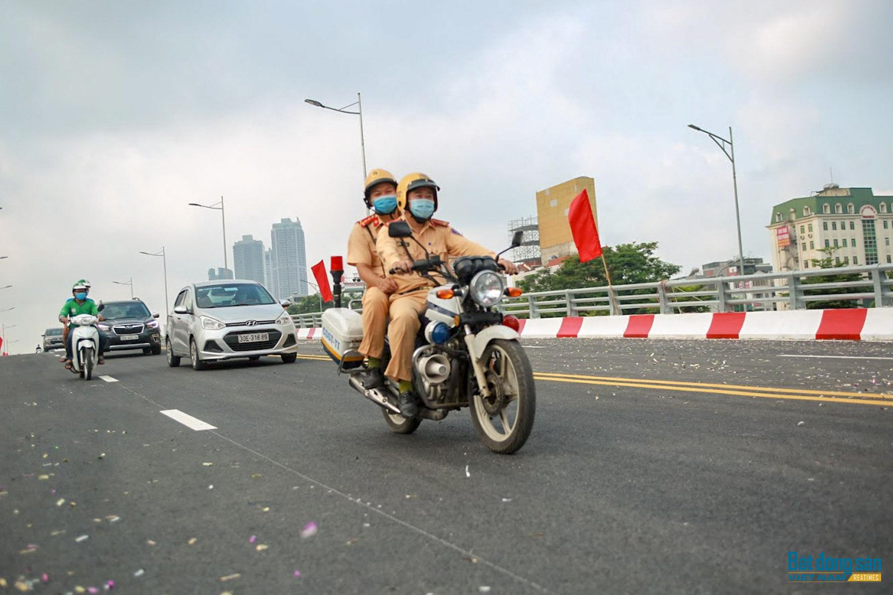 Reatimes_10.png, thông cầu vượt Nguyễn Văn Huyên.