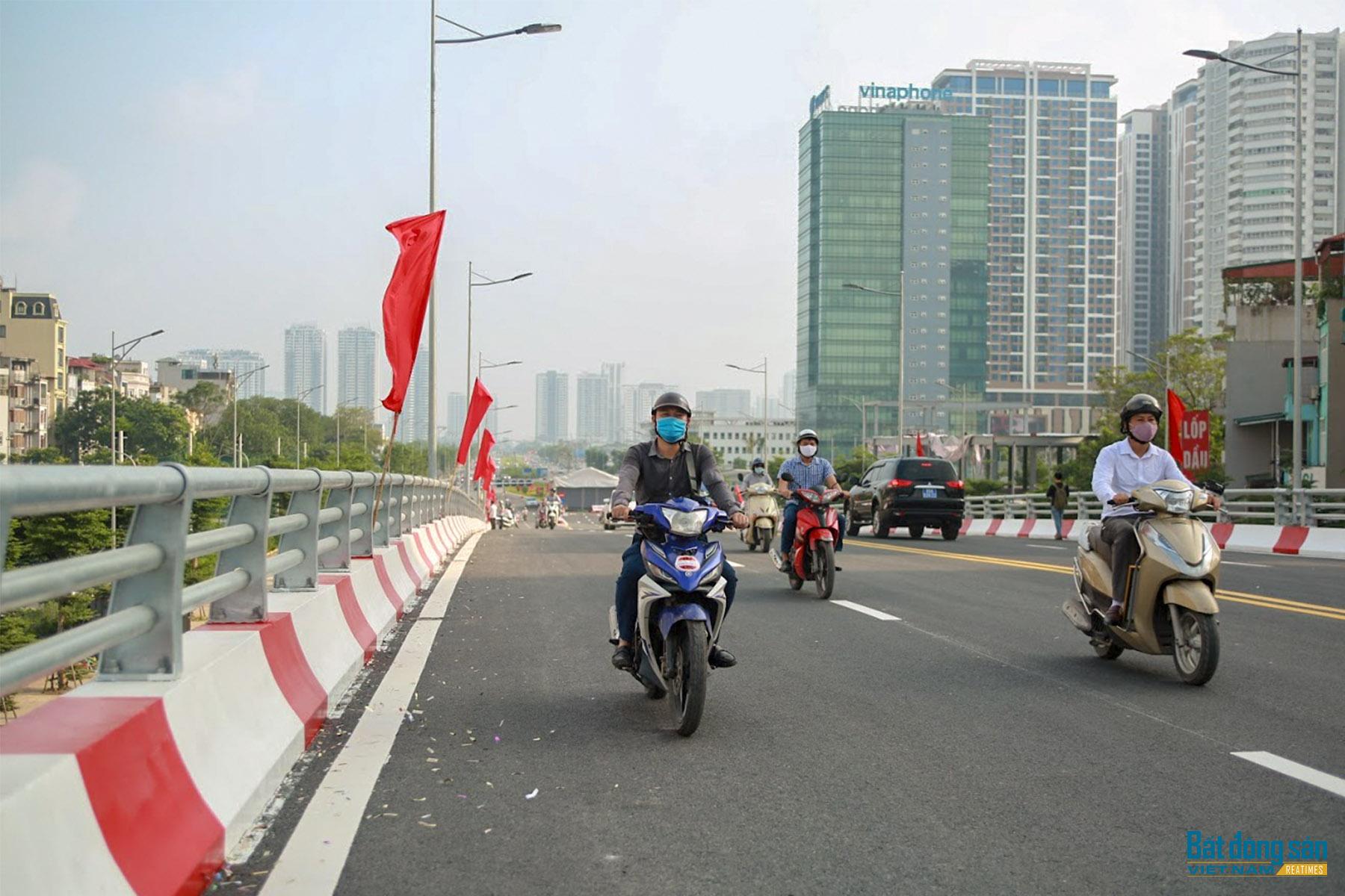 Reatimes_9.png, thông cầu vượt Nguyễn Văn Huyên.