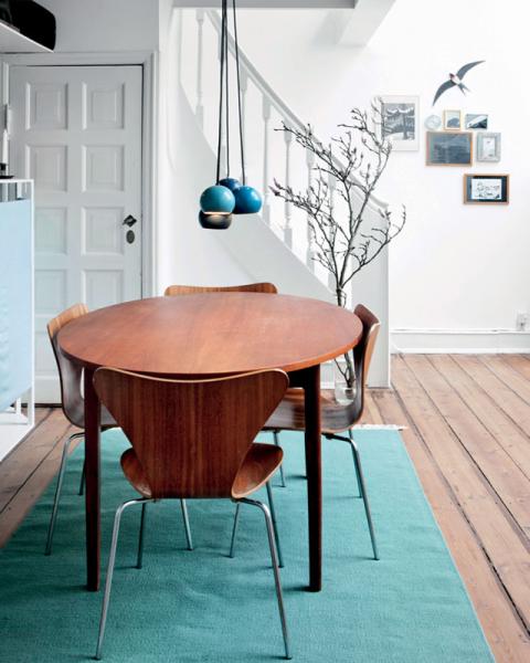 Màu xanh dương là một trong những gam màu nhấn ưa thích của phong cách Scandinavia.