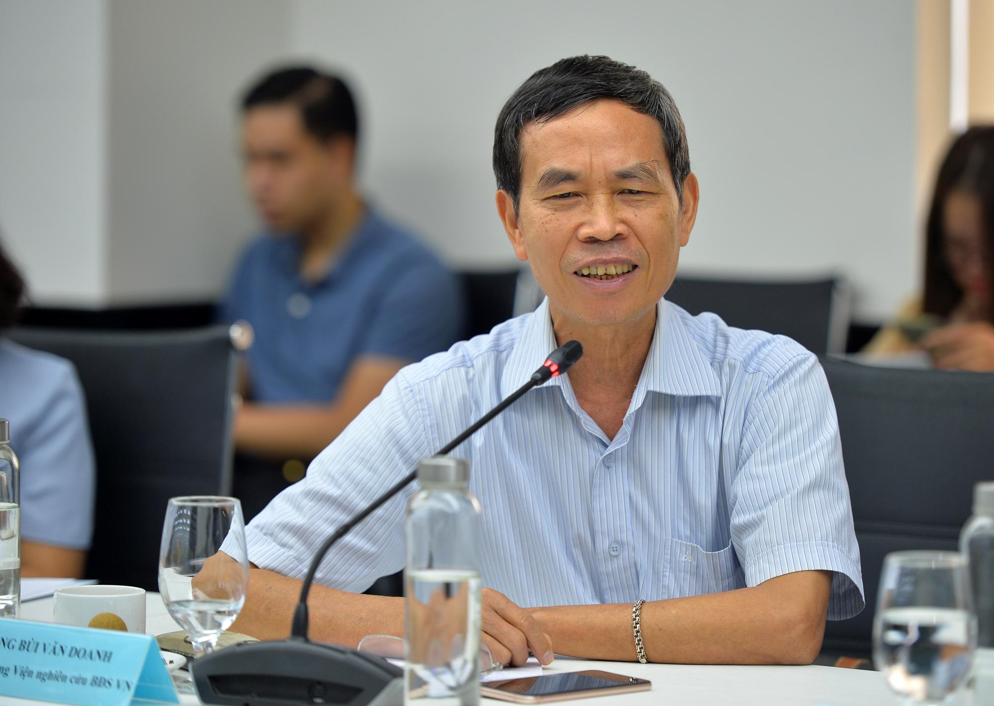 Nhà báo Bùi Văn Doanh