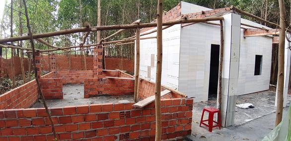 Hàng trăm trường hợp xây dựng không phép ở Núi Thành là nỗi lo lớn của UBND tỉnh Quảng Nam khi đền bù, giải tỏa, bố tri tái định cư. ẢNH: H.P